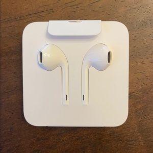 Apple EarPods w/ Lightning Connector
